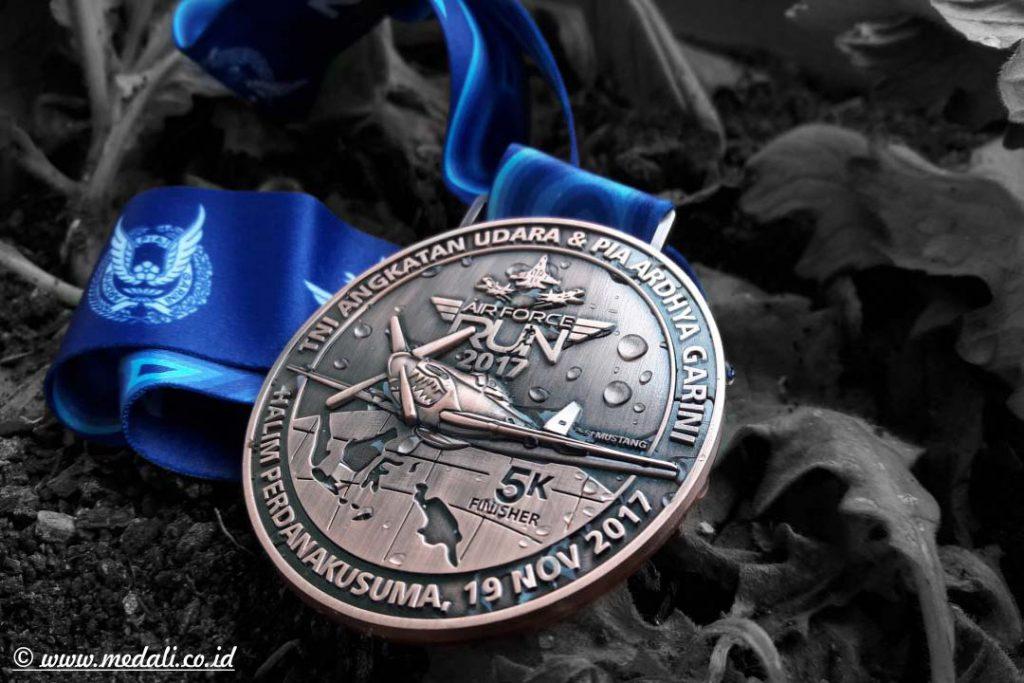 Buat Medali, Medali Wisuda